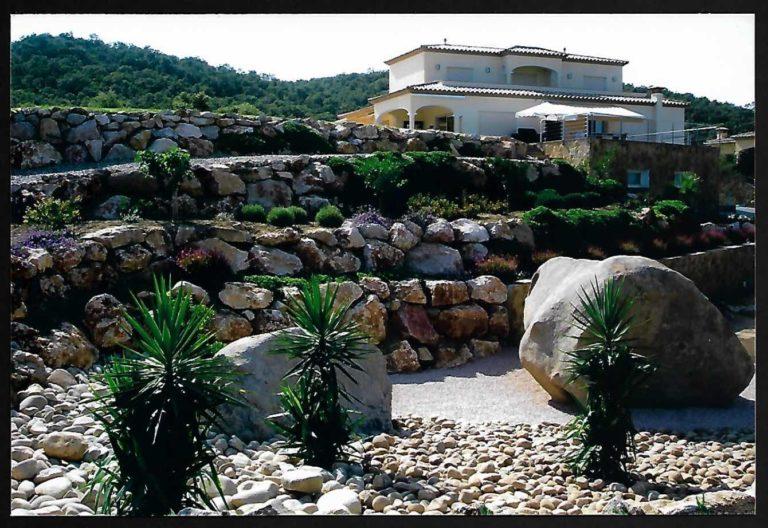 Construcción de rocalla y jardín en Vescomtat de Cabanyes, Calonge